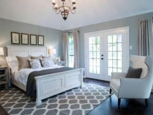 Cozy farmhouse master bedroom decorating ideas 04