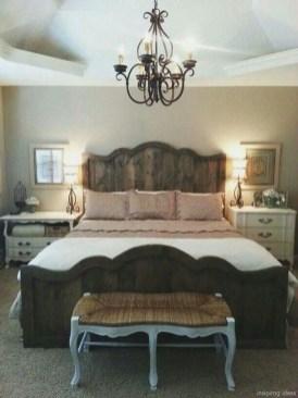 Cozy farmhouse master bedroom decorating ideas 05