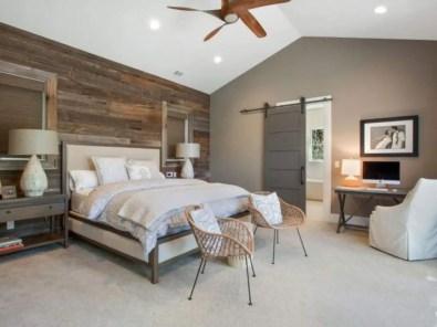 Cozy farmhouse master bedroom decorating ideas 08