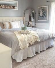 Cozy farmhouse master bedroom decorating ideas 09