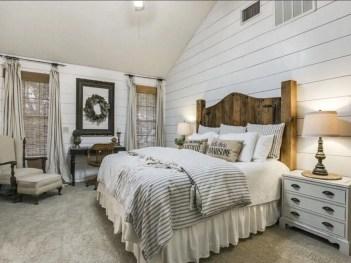 Cozy farmhouse master bedroom decorating ideas 13