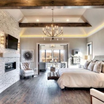 Cozy farmhouse master bedroom decorating ideas 17