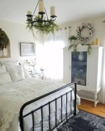 Cozy farmhouse master bedroom decorating ideas 18