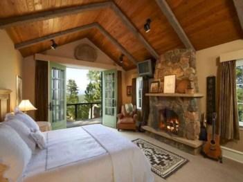 Cozy farmhouse master bedroom decorating ideas 20