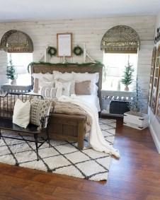 Cozy farmhouse master bedroom decorating ideas 26