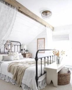 Cozy farmhouse master bedroom decorating ideas 30