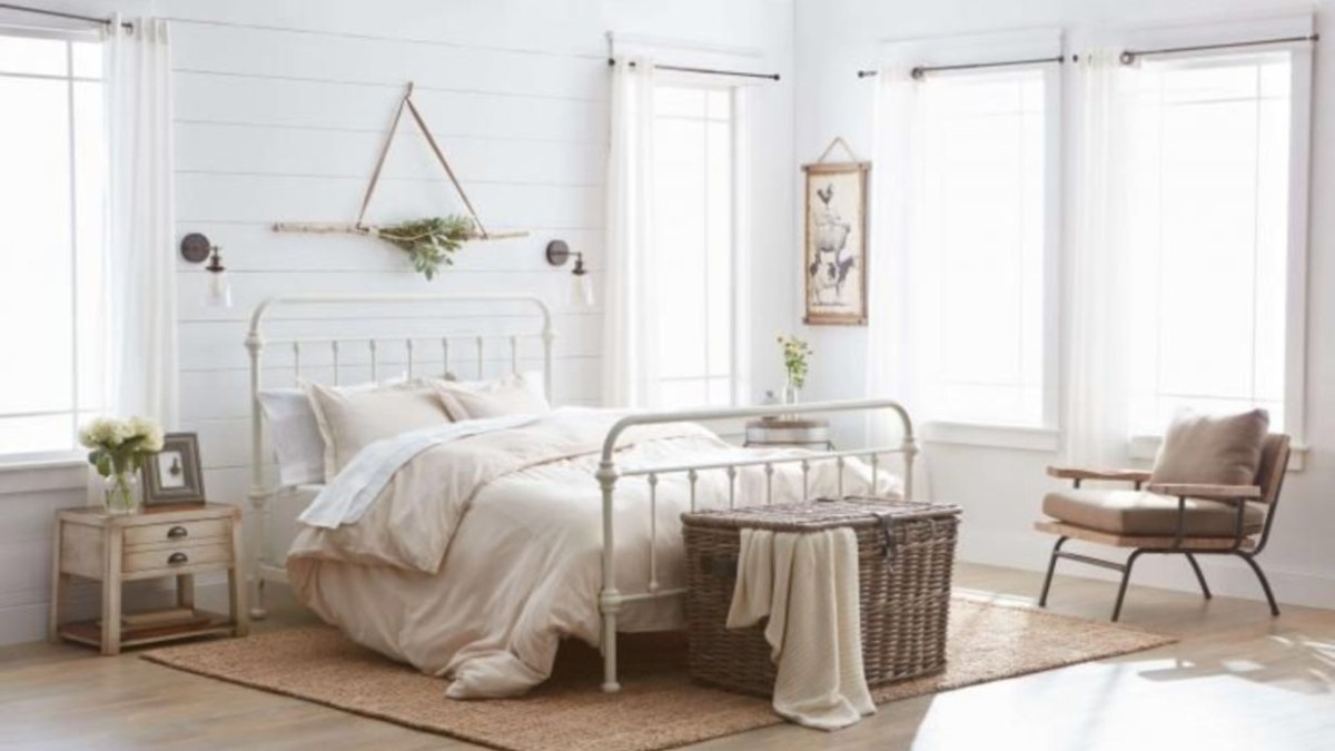 Cozy farmhouse master bedroom decorating ideas 41