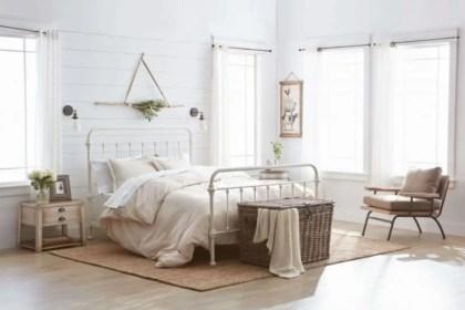 Cozy farmhouse master bedroom decorating ideas 41
