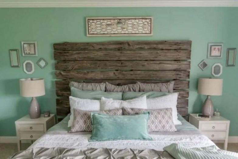 Cozy farmhouse master bedroom decorating ideas 45