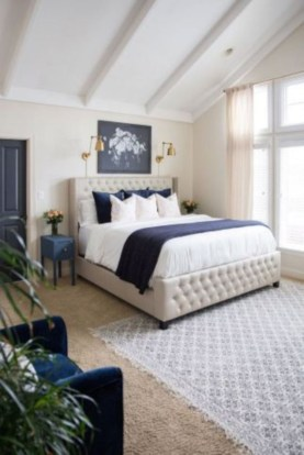 Cozy farmhouse master bedroom decorating ideas 52