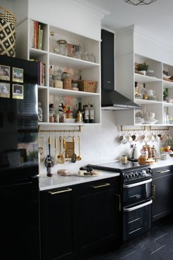 Stylist and elegant black and white kitchen ideas 34