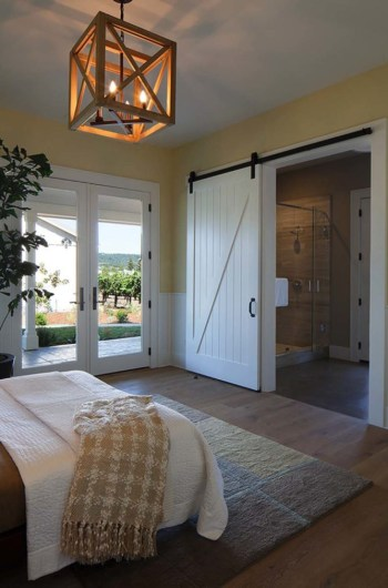 Farmhouse-barn-door-670x1012