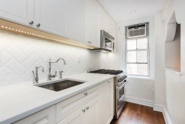 Modern herringbone pattern to give unique elements to your kitchen 03