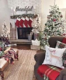 Adorable farmhouse christmas decor ideas 19
