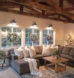 Adorable farmhouse christmas decor ideas 23