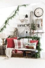 Adorable farmhouse christmas decor ideas 28