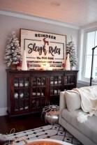 Adorable farmhouse christmas decor ideas 35