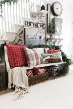 Adorable farmhouse christmas decor ideas 44