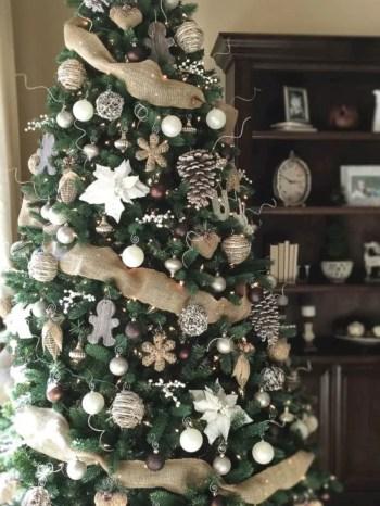 Adorable farmhouse christmas decor ideas 46
