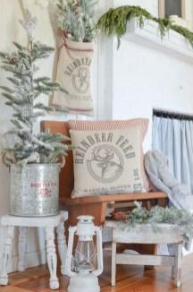 Adorable farmhouse christmas decor ideas 50