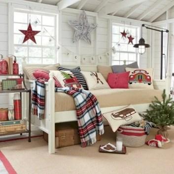 Adorable farmhouse christmas decor ideas 51