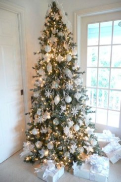 Awesome silver and white christmas tree decorating ideas 07