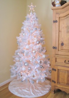Awesome silver and white christmas tree decorating ideas 12