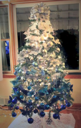 Awesome silver and white christmas tree decorating ideas 14