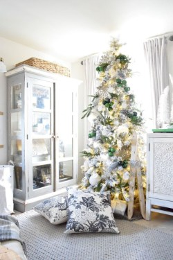 Beautiful christmas decor for small space 28