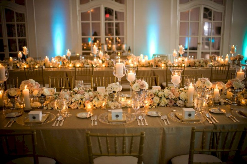 Beautiful winter table decoration ideas for a romantic dinner 35