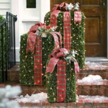 Easy christmas decor ideas for your door 01