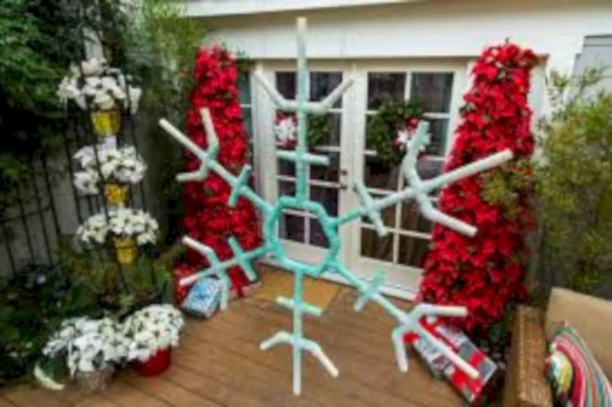 Easy christmas decor ideas for your door 03