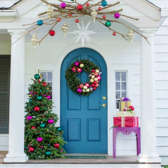 Easy christmas decor ideas for your door 06