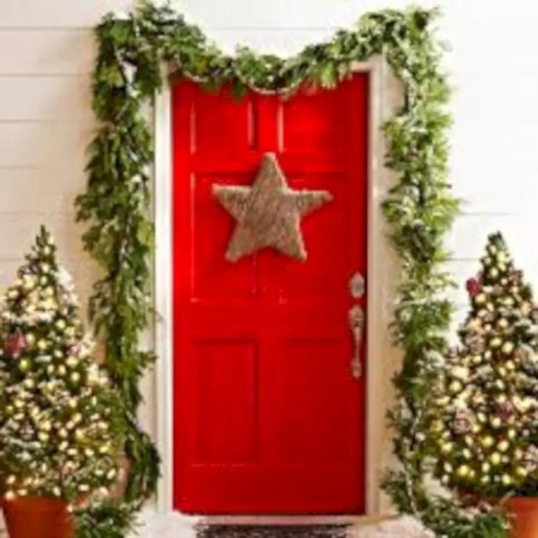 Easy christmas decor ideas for your door 11