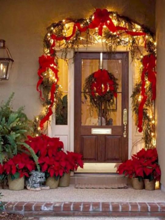 Easy christmas decor ideas for your door 15