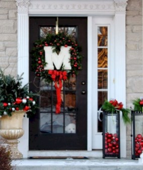 Easy christmas decor ideas for your door 20