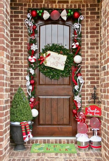 Easy christmas decor ideas for your door 43