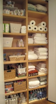 Ways to organizing your chaotic linen closet 01