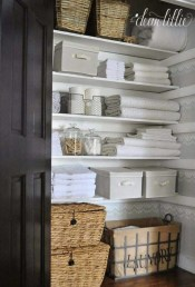 Ways to organizing your chaotic linen closet 30
