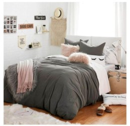 Cozy and beautiful bedroom for winter decor ideas 05