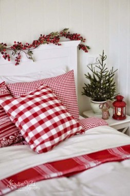 Cozy and beautiful bedroom for winter decor ideas 07