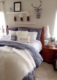 Cozy and beautiful bedroom for winter decor ideas 26