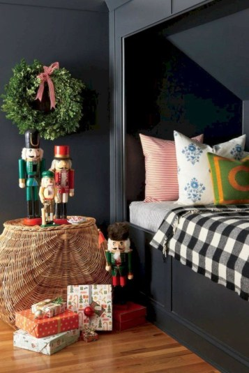 Cozy and beautiful bedroom for winter decor ideas 46