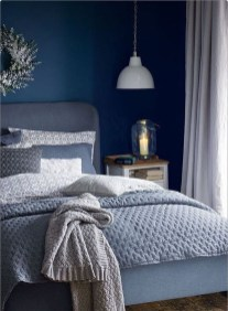 Cozy and beautiful bedroom for winter decor ideas 48