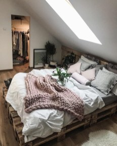 Cozy and beautiful bedroom for winter decor ideas 50