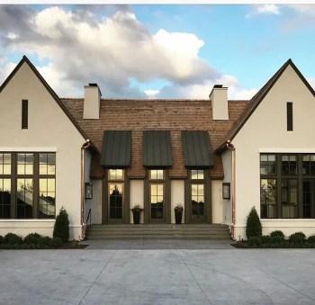 Modern farmhouse exterior design ideas 26