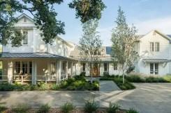 Modern farmhouse exterior design ideas 45