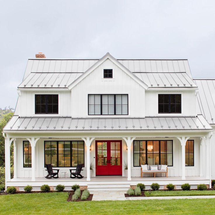 Modern farmhouse exterior design ideas 47