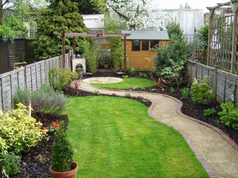 A small garden design that is still beautiful to see 19