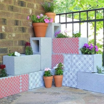 12-cinder-block-planter-with-flowers